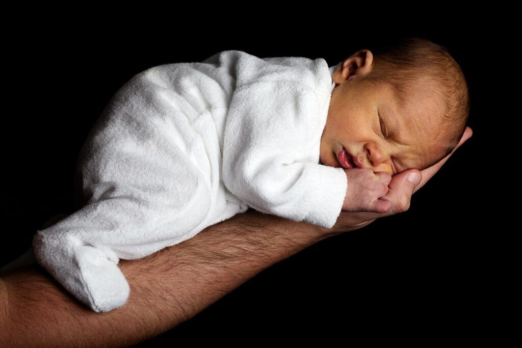 Zaradi onesnaženja zraka leta 2019 umrlo skoraj pol milijona novorojenčkov