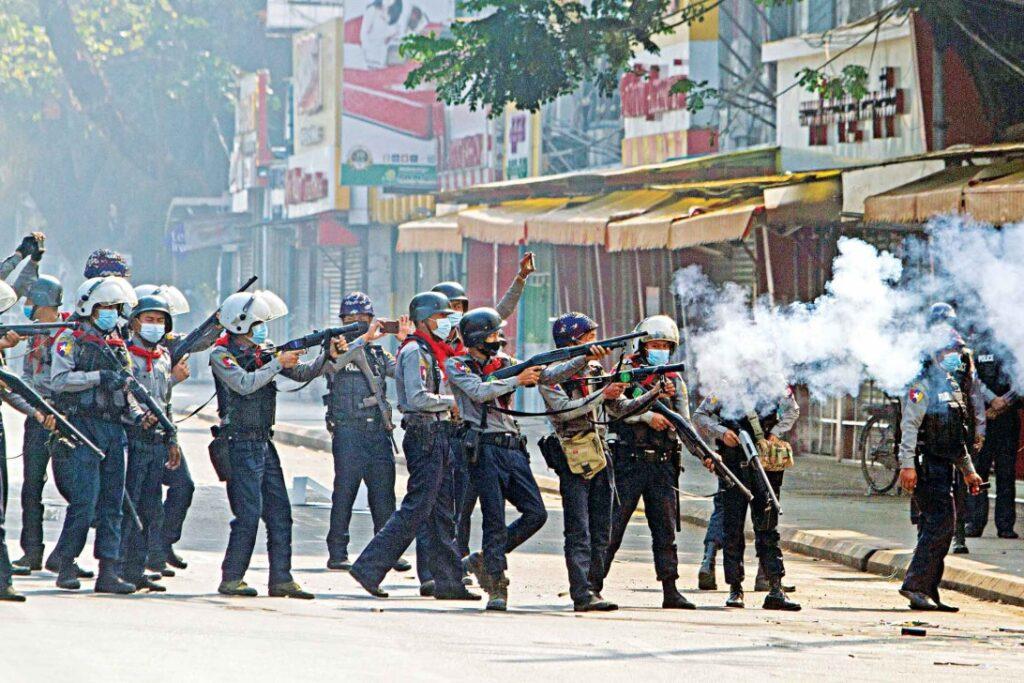Nasilju nad protestniki v Mjanmaru ni videti konca