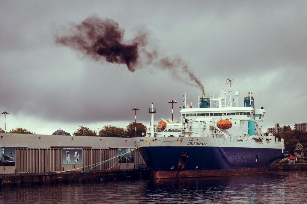 Interpol: Kazniva dejanja onesnaževanja morja vse bolj povezana s kriminalom
