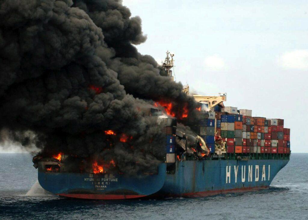 Šrilanki grozi ekološka katastrofa zaradi pogorele ladje